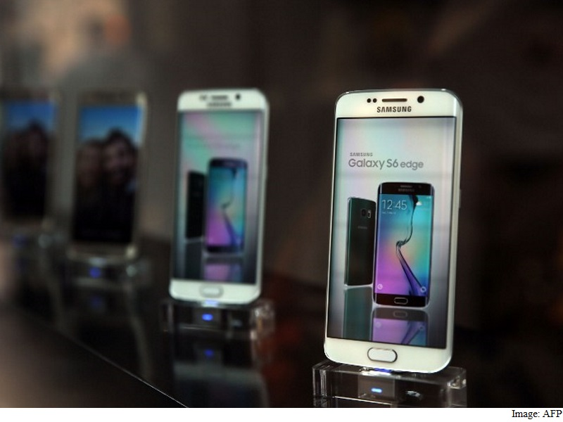 Samsung Joins Apple in Warning of Gloomy 2016 for Technology